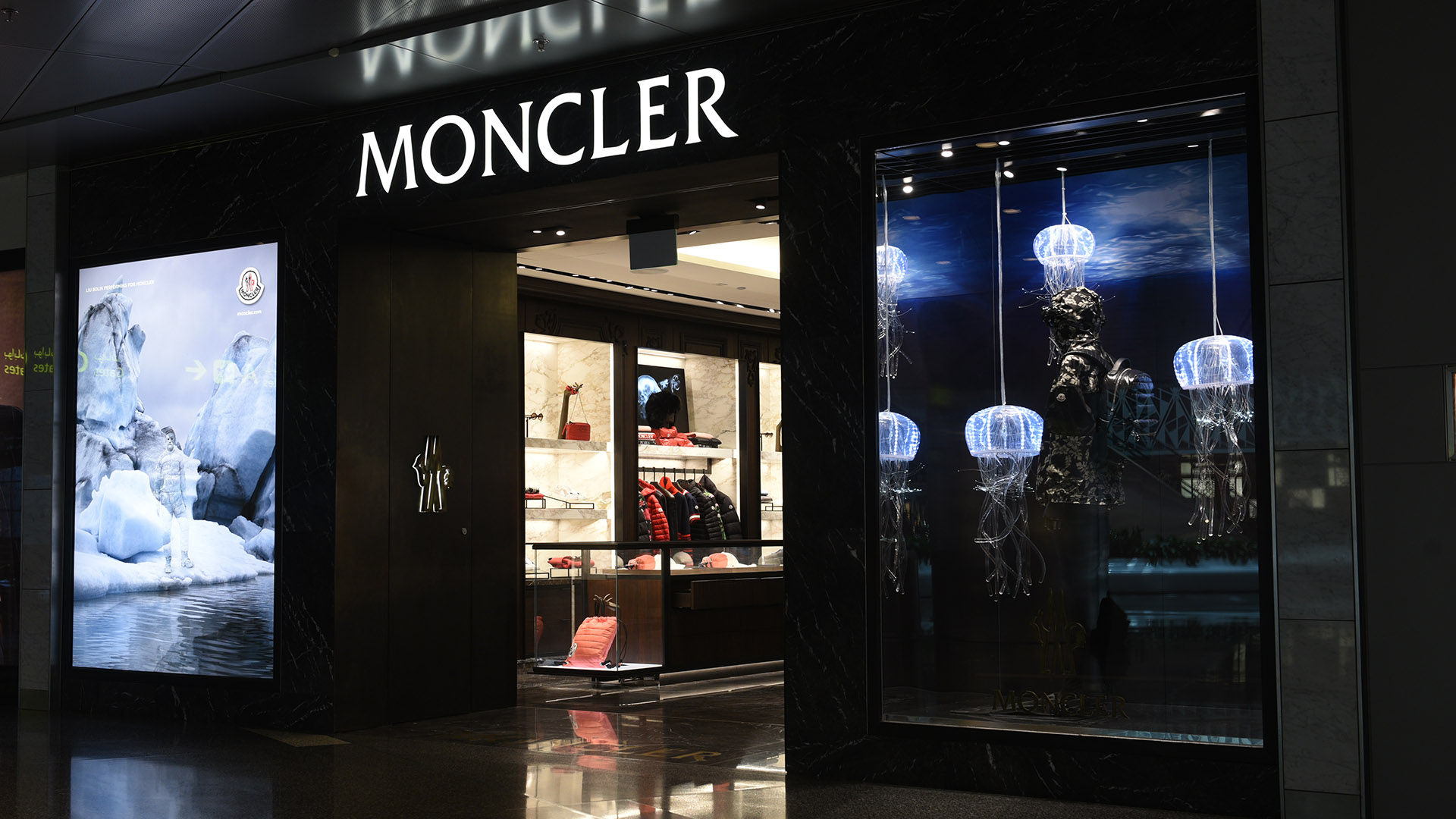 Moncler Jelly Fish Window created by ME Visual, Qatar. This display uses Fiber-optic lights.